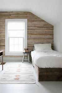17 meilleures idees a propos de lits en bois sur pinterest for Superb palette couleur peinture mur 12 1001 idees deco de chambre sous pente cocoon