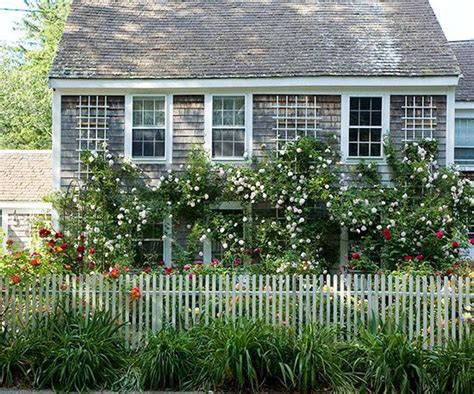 cottage fencing ideas 1000 images about fencing ideas and sources on pinterest craftsman lattices and fence panels