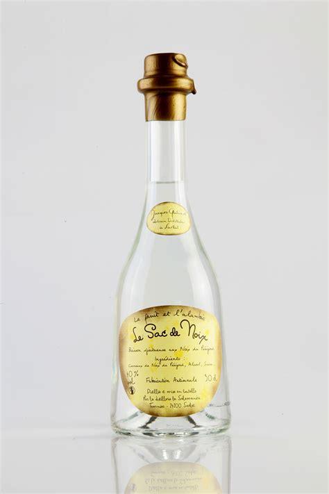 le sac de noix eau de vie de noix distillerie la