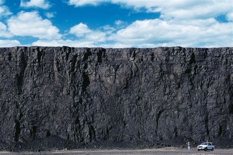 An 80-foot wall of coal at a Peabody Energy mine in Powder ...