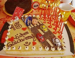 Kuchen 18 Geburtstag : kuchen verzieren 18 geburtstag hausrezepte von beliebten kuchen ~ Frokenaadalensverden.com Haus und Dekorationen