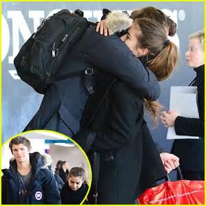 Ansel Elgort & Violetta Komyshan Share Cute Goodbye Hug at ...