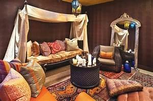 le canape marocain qui va bien avec votre salon archzinefr With tapis chambre bébé avec tissu pour canapé marocain