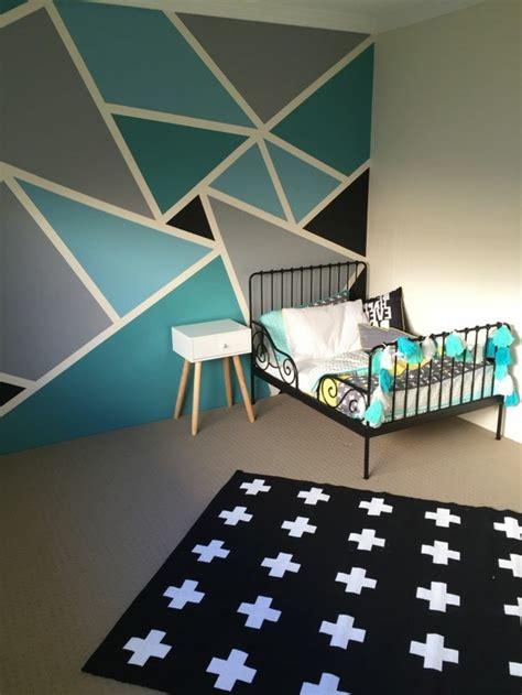 Wandgestaltung Kinderzimmer Bett by Geometrische Formen Tolle Wandgestaltung Mit Farbe