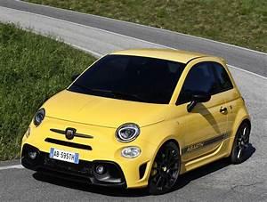 Fiat 500 Abarth Competizione : 2016 fiat 500s is a no nonsense city car 2016 abarth 595 is even better autoevolution ~ Gottalentnigeria.com Avis de Voitures