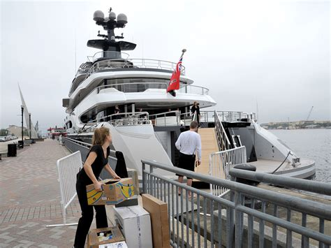 Boat Dock Supplies Jacksonville Fl by Jaguars Owner Shad Khan Docks Yacht Kismet On The