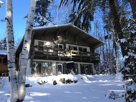 le chalet suisse foyer procure une atmosph 232 re extraordinaire chalets des pins