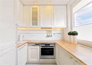 Arbeitsplatte Holz Küche : kleine k che in u form in wei mit holz arbeitsplatte k cheneinrichtung pinterest ~ Sanjose-hotels-ca.com Haus und Dekorationen