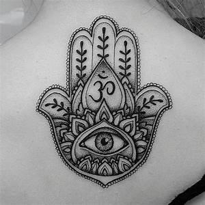 Mano Hamsa, Ojo y Símbolo Om - Tatuajes para Mujeres