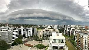 Check out this 'Independence Day' style cloud over Sydney ...