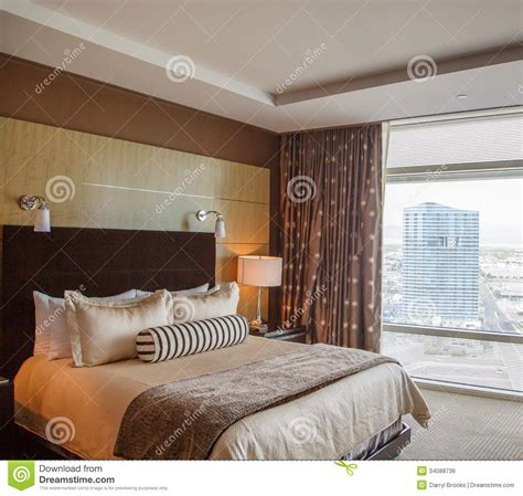 lit de dno dans la chambre d 39 hôtel de luxe image libre de