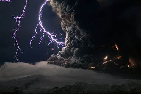 iceland volcano pictures lightning adds flash to ash