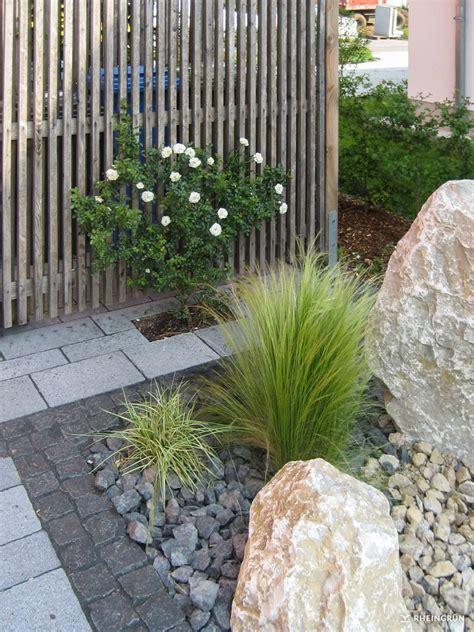 Vorgarten Mit Steinen by Pflegeleichter Vorgarten Mit Gro 223 En Steinen Und Gr 228 Sern