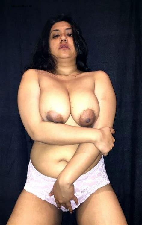 Non Nude And Nude Full Pictures Of This Hot Aunty Wanted