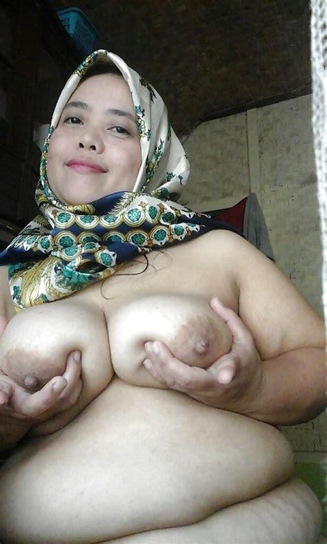 Indonesia Tante Stw Berjilbab Bugil 11 Pics