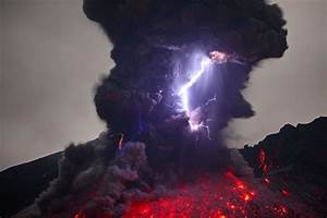 Terrifying volcanic lightning photographed by martin for Volcanic lightning photographed by martin rietze
