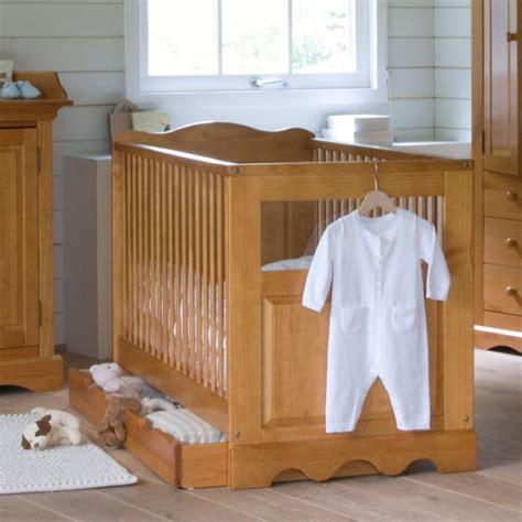 decorer une chambre bebe comment decorer la chambre de bebe maison design bahbe com