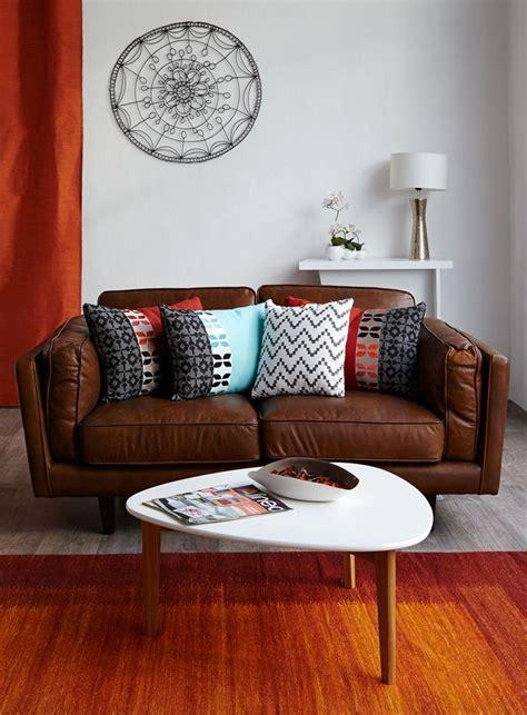 coloration canapé cuir les 25 meilleures idées concernant décor de canapé marron