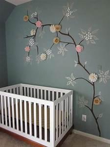 Babyzimmer Junge Wandgestaltung : bemalte wand mit einem baum und geklebten blumen diy kinderzimmer kinder zimmer und ~ Eleganceandgraceweddings.com Haus und Dekorationen