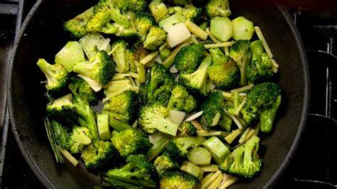 cuisiner des brocolis sauté de brocoli recettes de cuisine trucs et conseils