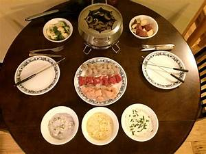 Dips Zum Fondue : fondue cooking broth with meats veggies dipping ~ Lizthompson.info Haus und Dekorationen