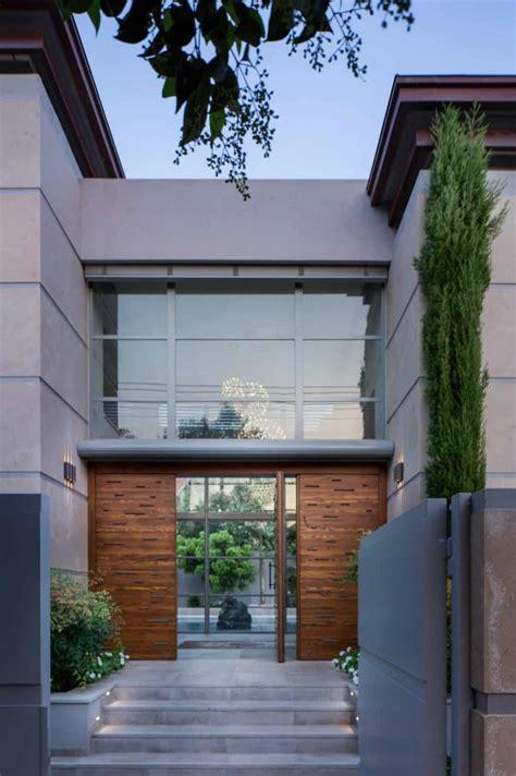 grand modernist house  israel opens     courtyard