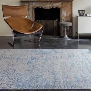 Tapis Bleu Et Gris : tapis motifs bleu et gris en laine et viscose nou main par ligne pure ~ Dode.kayakingforconservation.com Idées de Décoration