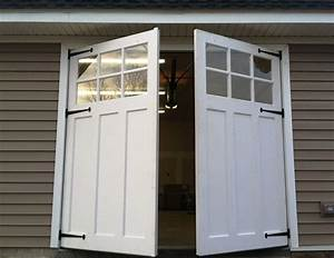 Carriage door plans woloficom for Carriage style garage doors cost