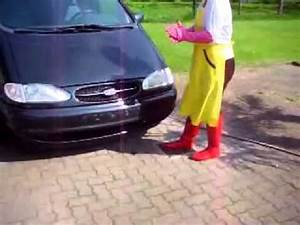 Laver Sa Voiture Chez Soi : laver sa voiture avec des long gants en caoutchouc rose youtube ~ Gottalentnigeria.com Avis de Voitures