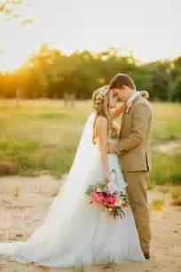 wedding photo poses wedding ideas lisawola unique rustic wedding reception ideas for fall 2015