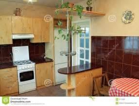 cuisine moderne avec les meubles en bois photo stock With awesome meuble de cuisine en bois rouge 0 cuisine moderne en bois