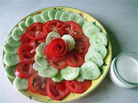cuisiner des concombres recette de salade concombre tomate sauce noisette