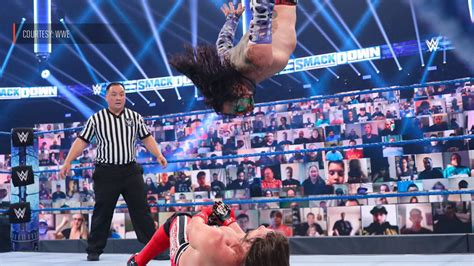 wwe introduces virtual fans     product sports illustrated