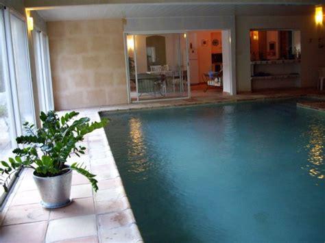 chambre d hotes piscine interieure mobilier table chambre d hote avec piscine intérieure