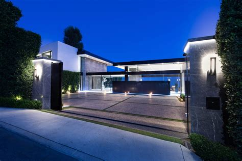 Modern Houses : A Luxurious Contemporary Home Goes For Sale In Bel Air
