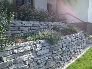 Steinmauer Mit Wasserfall : 25 beste idee n over steinmauer garten op pinterest gartenmauer stein bricks en ruinenmauer ~ Markanthonyermac.com Haus und Dekorationen