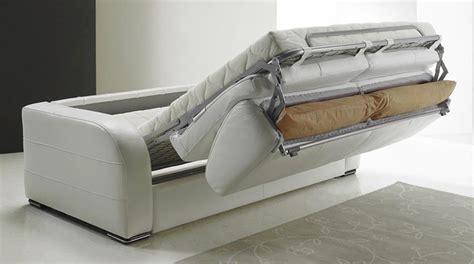 comment choisir un canapé canapé convertible pour meubler un appartement studio