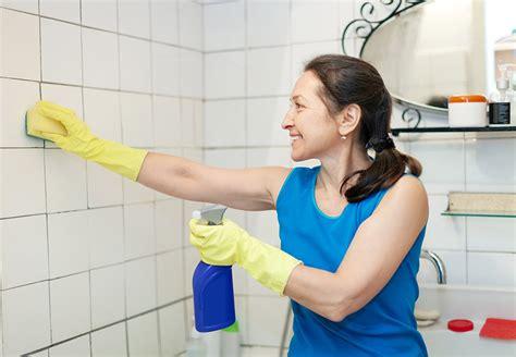 joint noir salle de bain refaire des joints de salle de bain
