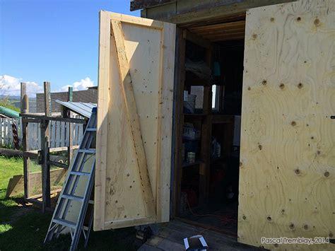 abri de jardin installer une porte pour abri de jardin ou cabanon