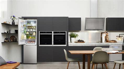 réfrigérateur samsung dans une cuisine moderne