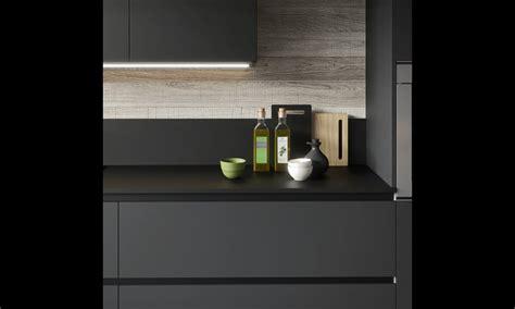 cuisine noir et grise cuisine moderne gris anthracite et bois