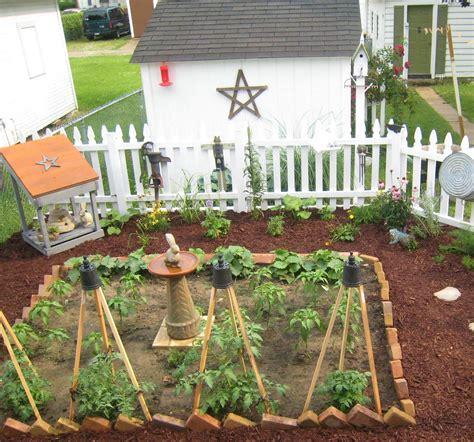 The Vintage Seamstress City Primitive Garden