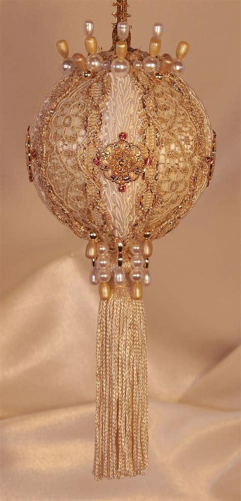 gold christmas ornaments ideas  pinterest gold christmas tree diy christmas