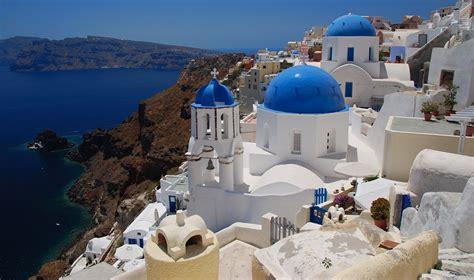 Santorini vs Mykonos...Who will win? - The Hotel Specialist
