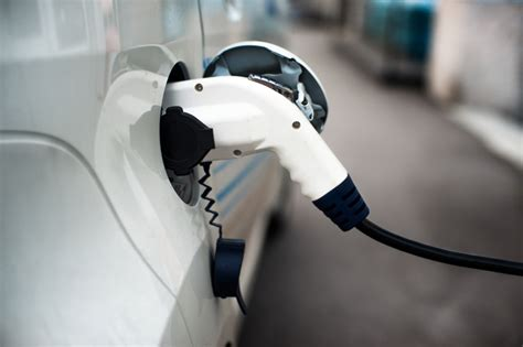 Gas Electric Hybrid Cars by Electric Vehicle Vs Gas Vs Hybrid Cars A Comparison Of