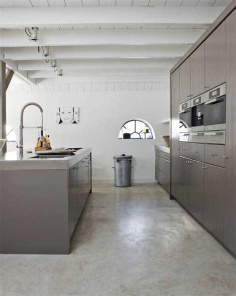 béton ciré cuisine leroy merlin découvrir le sol en béton ciré dans beaucoup de photos beton ciré cuisine moderne et leroy