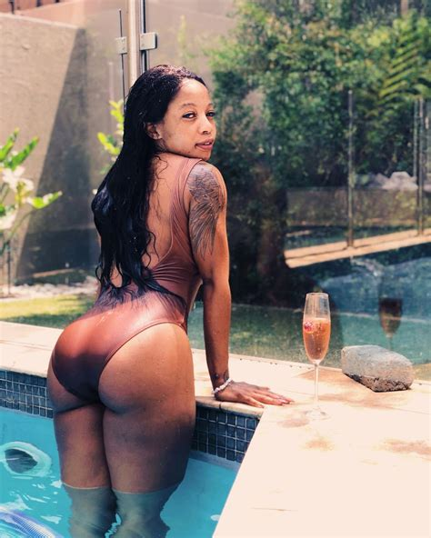 Kelly Khumalo Flaunts Her Nked B00ty In Latest Pictures