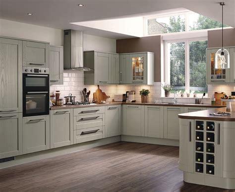 Kitchen Flooring Ideas Uk - tewkesbury kitchen range shaker kitchens howdens joinery
