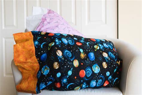 easy diy pillowcase tutorial allfreesewingcom