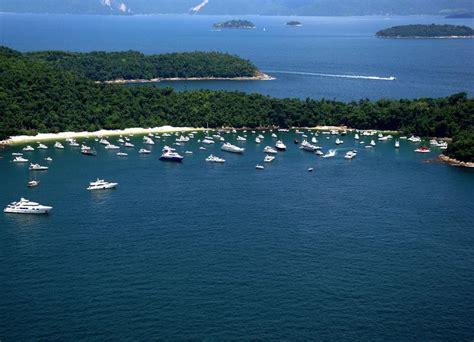 travel guide  angra dos reis islands  brazil